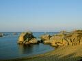 Cavallo rocce sulla spiaggia