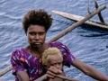 Kavieng - donna+bimbo in canoa 32a